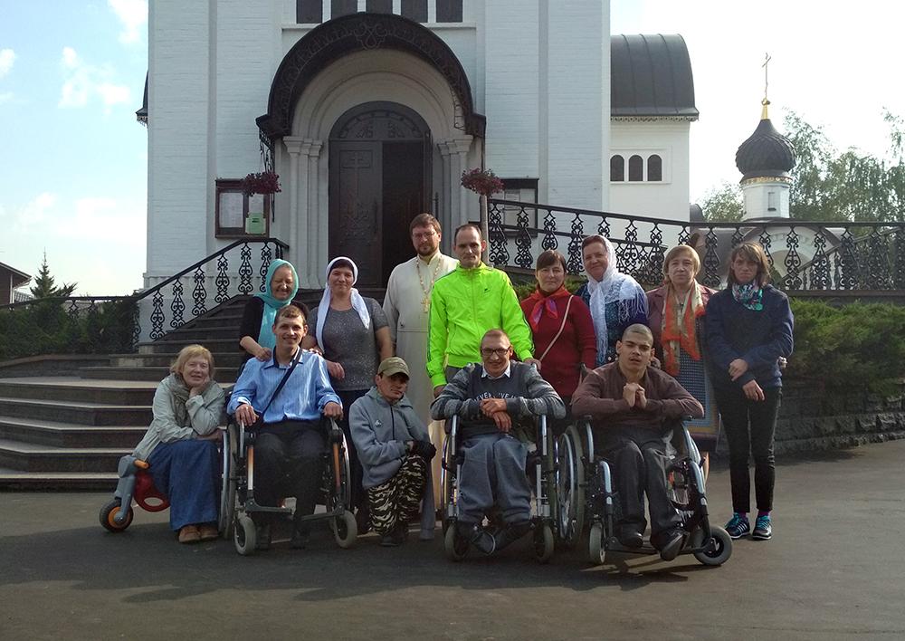 Гости из Куровского ПНИ в Уаровском храме