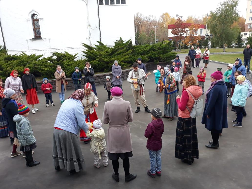 Дружественный визит ансамбля «Донская слободка» в храм Св. мч. Уара