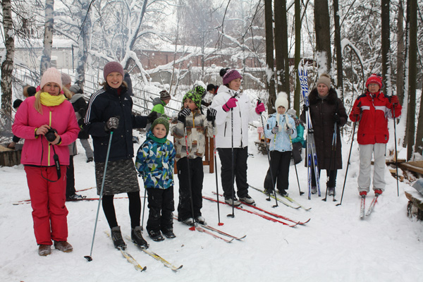 8 января 2019 в приходском экопарке при храме св. мч. Уара в поселке Вешки прошел первый Рождественский семейный лыжный пробег для воспитанников воскресной школы, их родителей и педагогов вместе с настоятелем храма протоиереем Олегом Мумриковым