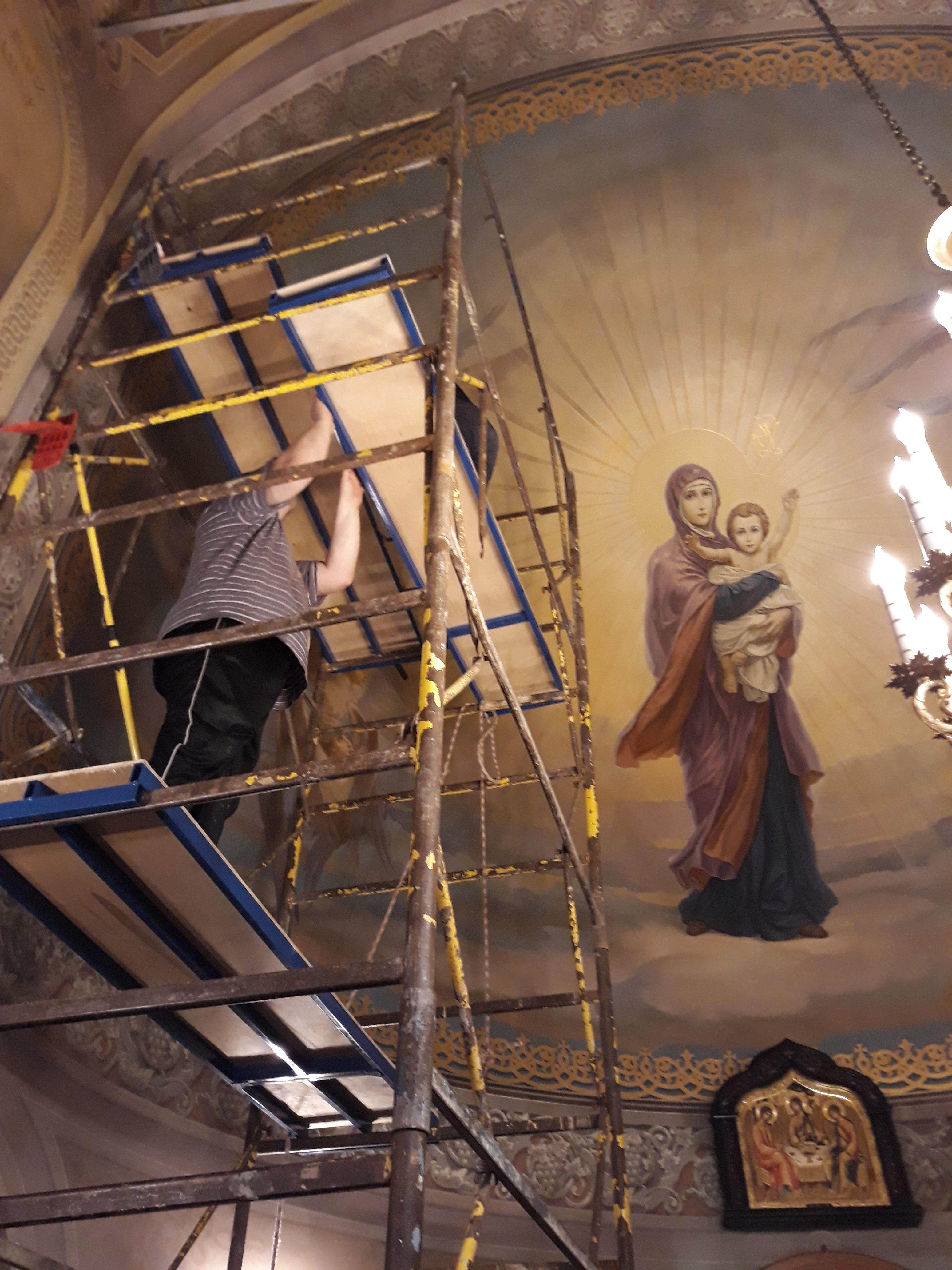 Приходская община храма Святого мч. Уара готовит храм к достойной встрече Дня Светлого Христова Воскресения!