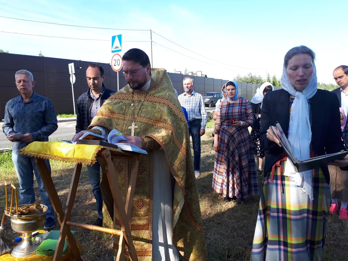 Молебен на месте возрождения Ильинского храма в Вешках