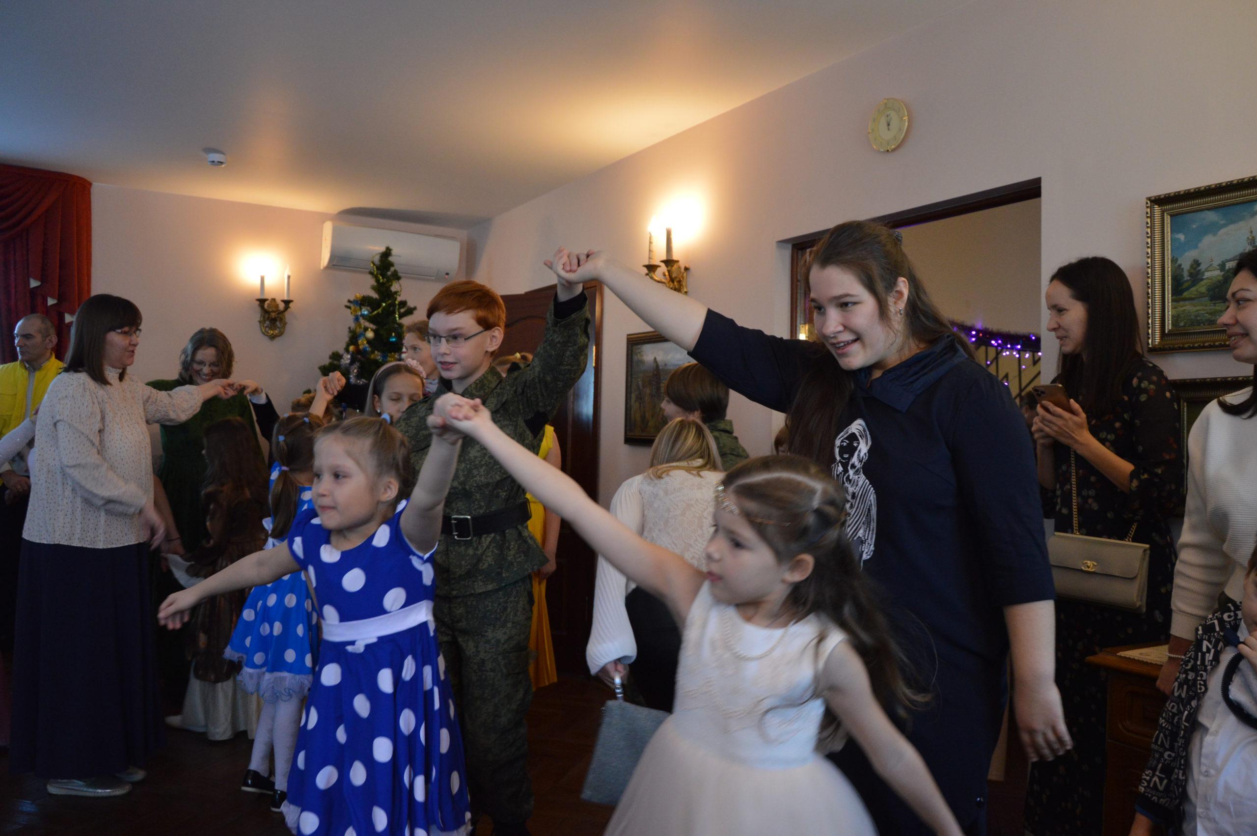 Святочный семейный бал в Вешках