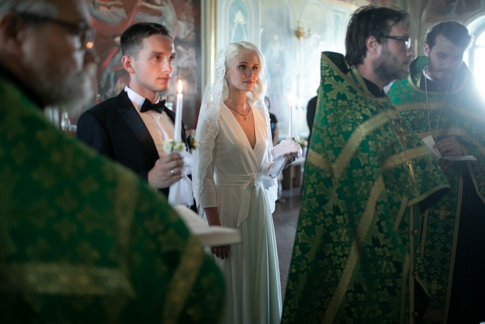 Поздравляем молодоженов чтеца Арсения Починка и Анну со вступлением в брак