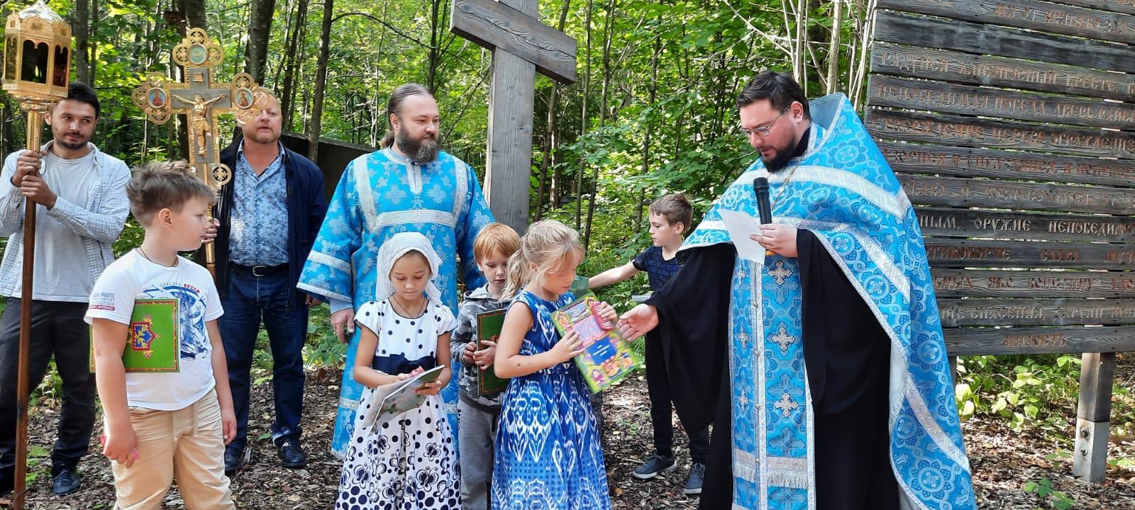 Молебен на начало учебного года в Вешках